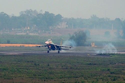 Tiêm kích Su-30MK2 của Trung đoàn Không quân 923 luyện tập chiến đấu