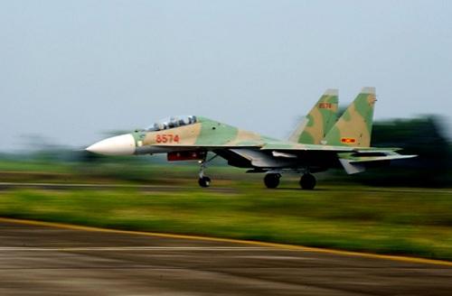 Mới đây, hãng Interfax-AVN trích dẫn một nguồn tin quân sự ngoại giao cho biết Việt Nam đã ký hợp đồng mua thêm 12 tiêm kích đa năng Su-30MK2 từ Nga. Hợp đồng không chỉ gồm cung cấp máy bay mà còn cả các trang thiết bị kỹ thuật quân sự.