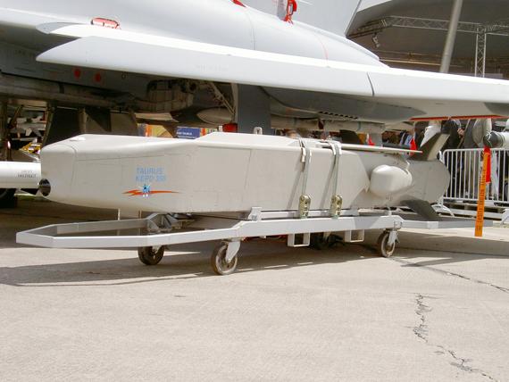 Được phát triển bởi công ty liên doanh của Taurus Systems GmbH (MBDA-Saab Bofors Dynamics), tên lửa hành trình Taurus hiện đang trang bị cho các máy bay Tornado của Không quân Đức và EF-18 của Không quân Tây Ban Nha.