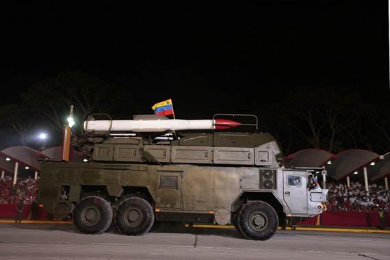 Hệ thống tên lửa đất đối không tầm trung Buk-M2E trên khung gầm xe MZKT-69221.
