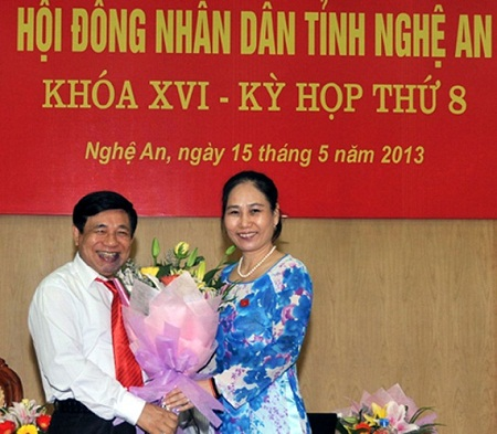 Ông Nguyễn Xuân Đường và bà Đinh Thị Lệ Thanh chính thức nhậm chức Chủ tịch và PCT UBND tỉnh tỉnh Nghệ An nhiệm kỳ 2011-2016