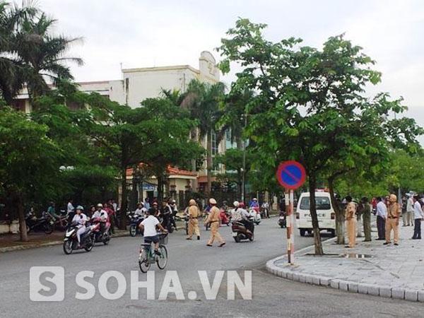 Phía ngoài UBND TP Thái Bình nơi xảy ra vụ việc.