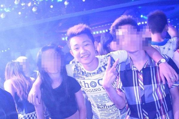 Hình ảnh Khánh cùng bạn bè