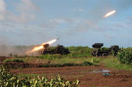 Pháo phản lực BM-14 của Pháo binh Việt Nam diễn tập bắn đạn thật