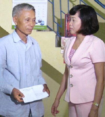 Ngày 24/07/2013, đồng chí Nguyễn Thị Thanh đi thăm, tặng quà gia đình ông Lại Minh Cường ở Thị trấn Yên Ninh, huyện Yên Khánh.