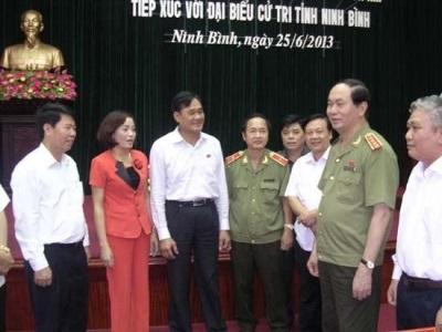 Bà Nguyễn Thị Thanh cùng đoàn đại biểu QH Ninh Bình tiếp xúc cử tri vào ngày 25/06/2013