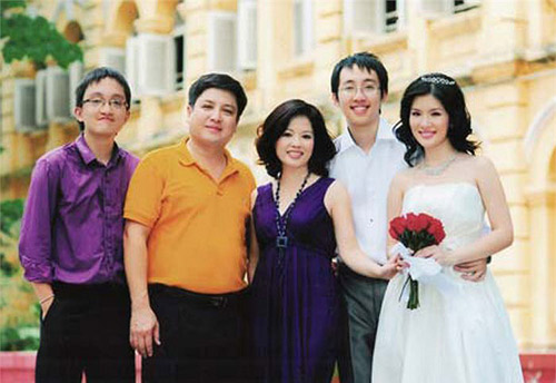 Ảnh cưới 'đến giờ mới lộ' của con gái Chí Trung.
