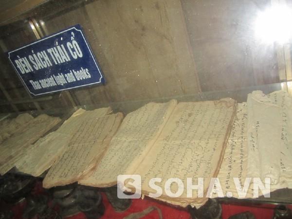Những cuốn sách bằng tiếng Thái.