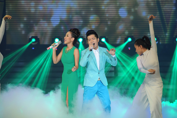 Thảo Trang - Thuận Việt hát jazz theo phong cách Pop.