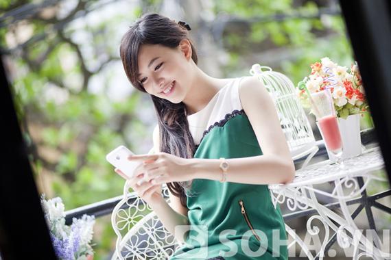 Thiếu nữ Việt lãng mạn bên HKphone RevoHD4