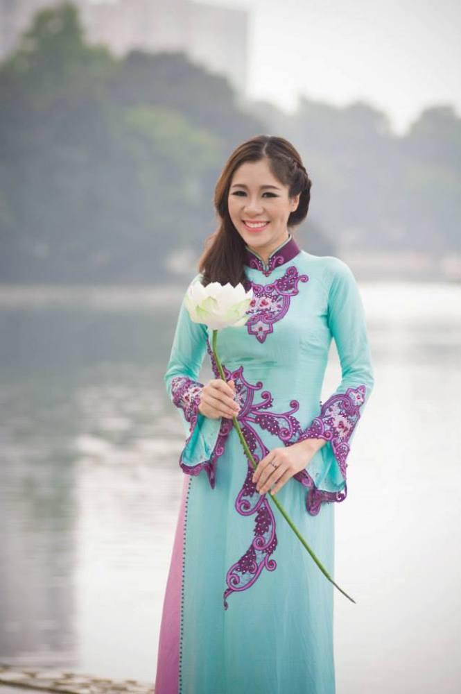 Nữ sinh Hà Nội khoe nét yêu kiều, duyên dáng