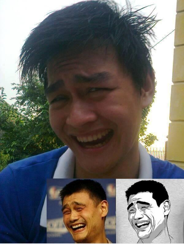 Ở góc nhìn này thì chàng trai này không khác Yao Ming.