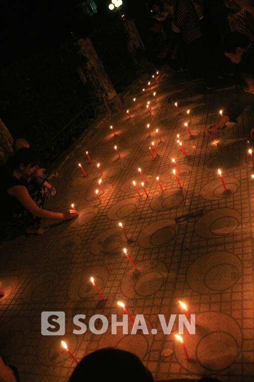 Hàng trăm dân thắp nến tưởng niệm Đại tướng tại 30 Hoàng Diệu