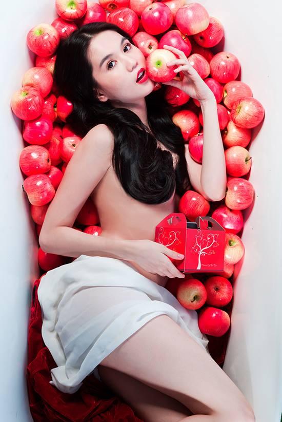 Ngọc Trinh gây sốc, tung bộ ảnh khỏa thân cuối năm 2013