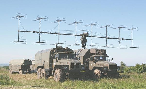 Radar trinh sát tầm xa P-18, radar này có phạm vi trinh sát tối đa 250km. Loại radar này tại Việt Nam đã được nâng cấp lên tiêu chuẩn P-18M với khả năng kháng nhiễu tối hơn.