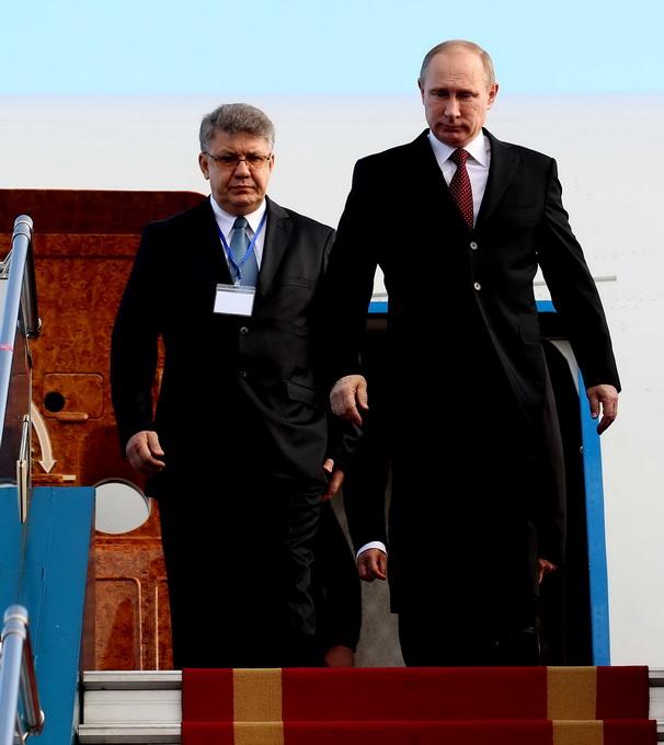 Khoảng 5 giờ sáng ngày 12/11, chuyên cơ của Tổng thống Nga Putin đã đáp xuống sân bay Nội Bài (Hà Nội).