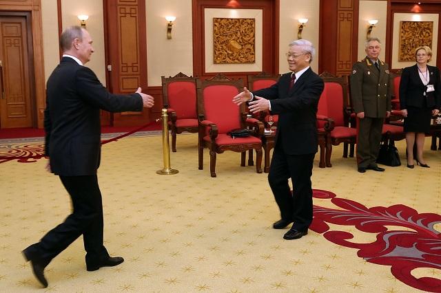 Cùng ngày, Tổng thống Putin cũng có cuộc gặp gỡ thân mật với Tổng bí thư Nguyễn Phú Trọng.