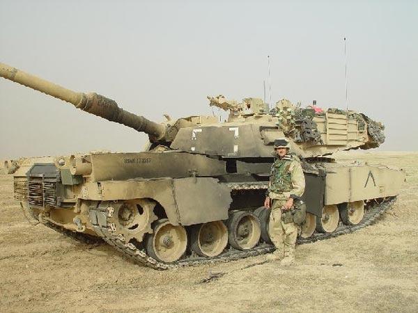 Chiếc xe tăng M1A2 của Mỹ bị RPG-7 làm hư hại nặng trong chiến tranh Iraq