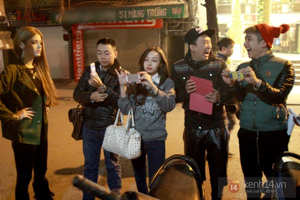 Andrea và Yanbi cũng có mặt trên phố Hàng Trống.
