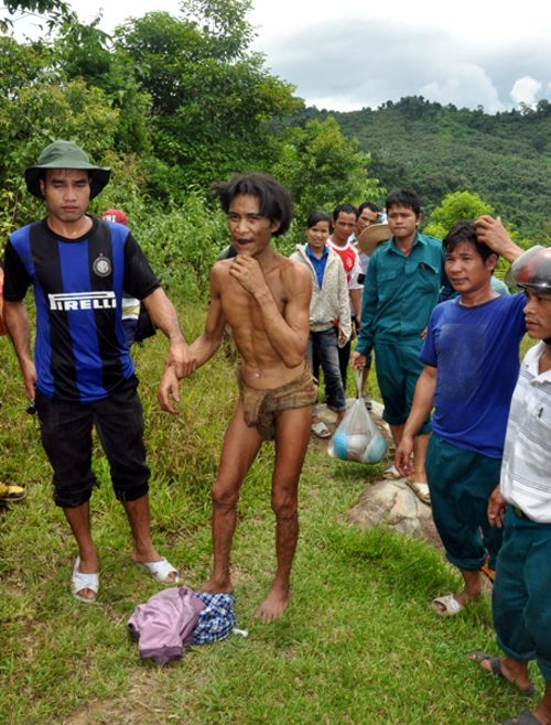"""Tìm thấy hai cha con """"người rừng"""" thứ thiệt ở Việt Nam"""
