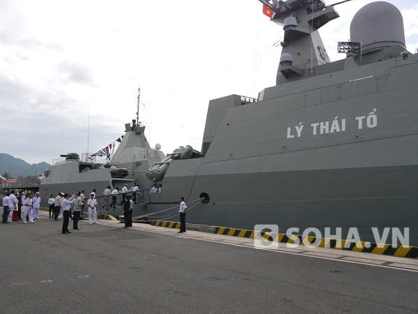 Tàu hộ vệ Lý Thái Tổ tại quân cảng Cam Ranh