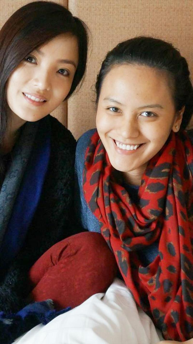 Trương Huệ Vân (phải) và cô bạn thân Huỳnh Bích Phương.