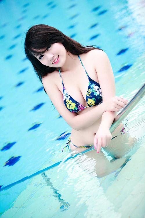 Những nữ sinh mặc bikini tuyệt đẹp