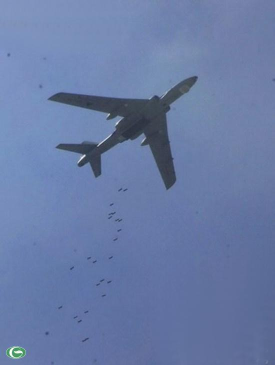 Hình ảnh Trung Quốc công bố về việc 12 máy bay ném bom H-6 diễn tập ở biển Đông