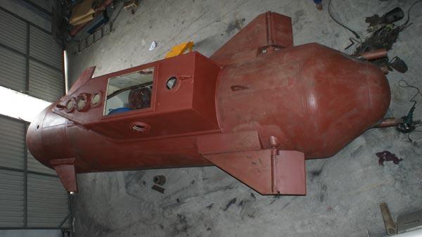 Các cánh ổn định và bánh lái của tàu còn khá thô sơ, nhiều khả năng tàu ngầm này sẽ được trang bị 2 chân vịt.