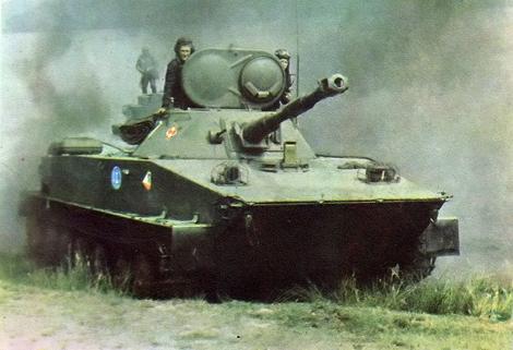 Xe tăng lội nước PT-76.