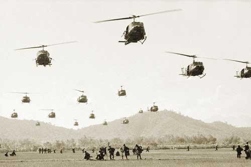 Những chiếc UH-1 của Mỹ bay rợp trời miền Nam Việt Nam trước năm 1975