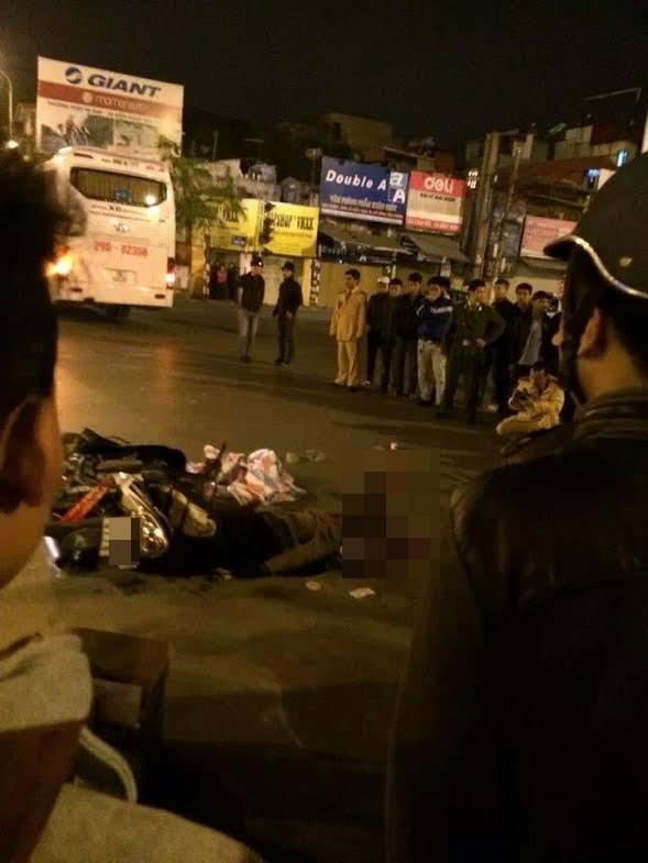 Những hình ảnh của vụ tai nạn diễn ra vào đêm qua tại Hà Nội