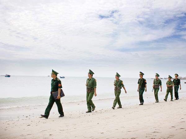 Bộ đội Biên phòng đảo Lý Sơn tuần tra bờ biển