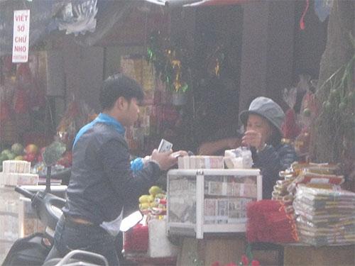 Loạn giá dịch vụ đổi tiền lẻ ngày Tết (1)