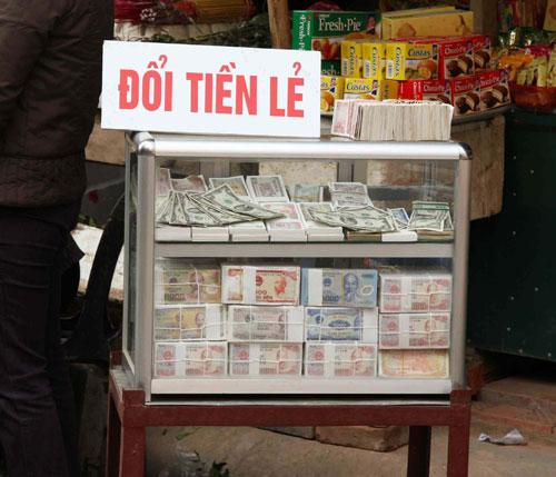 Loạn giá dịch vụ đổi tiền lẻ ngày Tết (2)