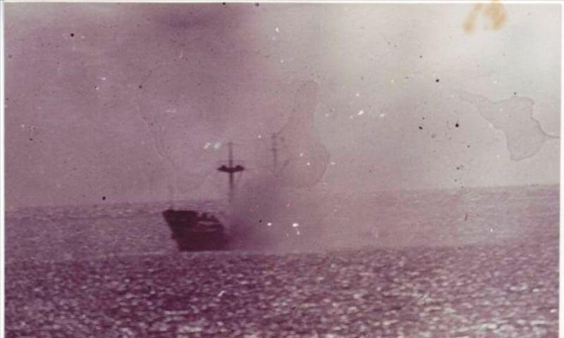 Tàu HQ-604 dưới làn đạn tàn ác của kẻ thù