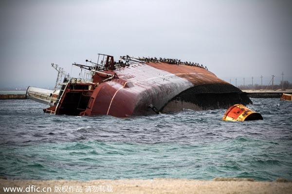 Xác chiếc tàu chiến cũ mà Hải quân Nga đã tự đánh chìm để chặn đường ra Biển Đen của tàu chiến Ukraine