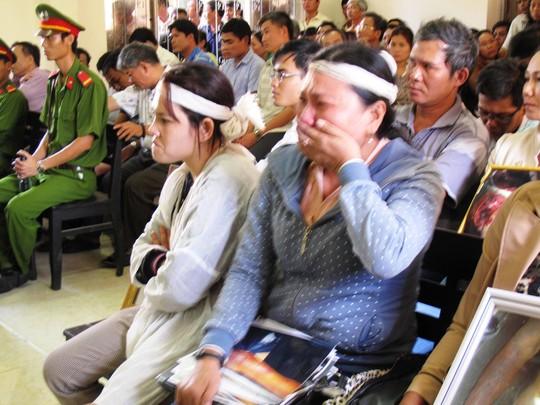 gGia đình anh Ngô Thanh Kiều bức xúc khi nghe bị cáo Quang kể về việc cán bộ điều tra thay nhau dùng nhục hình em mình đến chết
