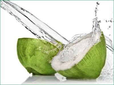"""Đừng uống """"bò húc"""", nước dừa mới là """"nước tăng lực"""" thực sự"""