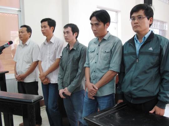 5 bị cáo nguyên là cán bộ điều tra đã dùng nhục hình đứng trước vành móng ngựa