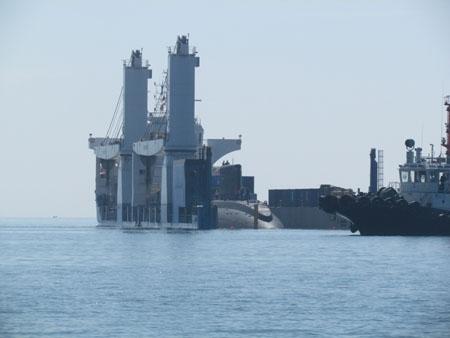 10 giờ 15 phút ngày 3/1, tàu ngầm Hà Nội – HQ182 đã chạm mặt nước vịnh Cam Ranh.