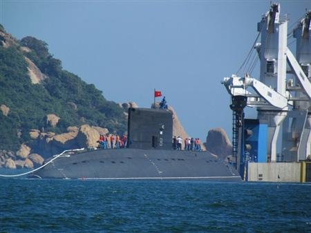 Tàu ngầm Kilo Hà Nội tại vịnh Cam Ranh