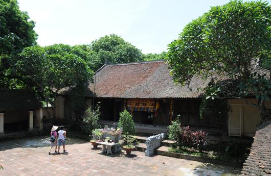 Đền thờ Bố Cái Đại Vương Phùng Hưng tại thôn Cam Lâm, Đường Lâm, Sơn Tây. (Ảnh: ĐCSVN)