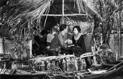 NSND Trịnh Thịnh tham gia diễn xuất trong bộ phim Chung một dòng sông.