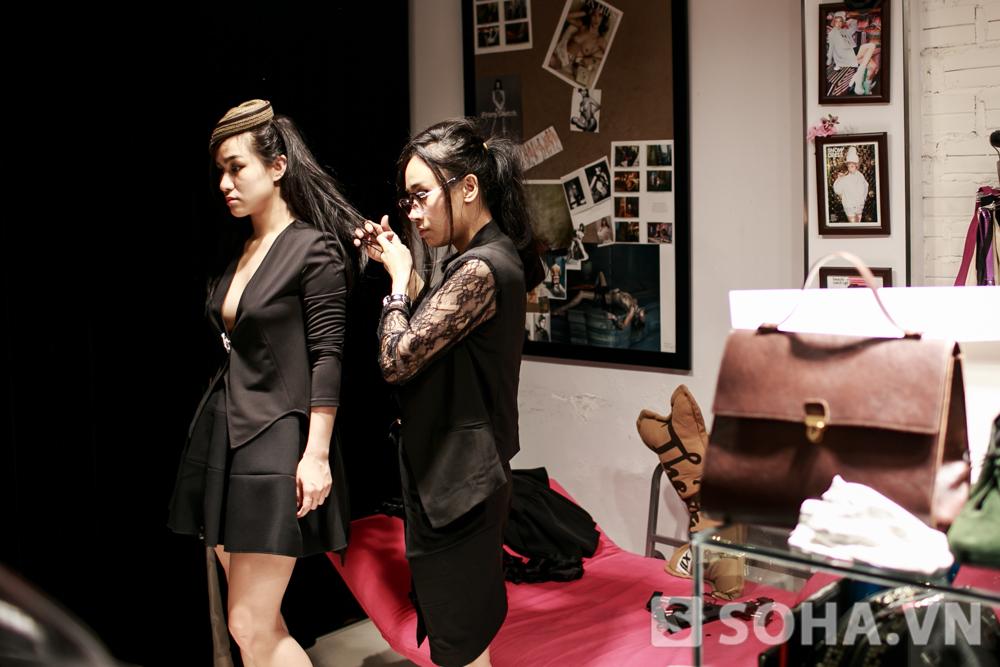 Là một người làm công việc biểu diễn, Hồng Nhung cũng rất chú trọng tới phong cách thời trang. Với cô, thời trang là đam mê thứ 2, chỉ sau âm nhạc. Cô có một người bạn, cũng là stylish cho mình.