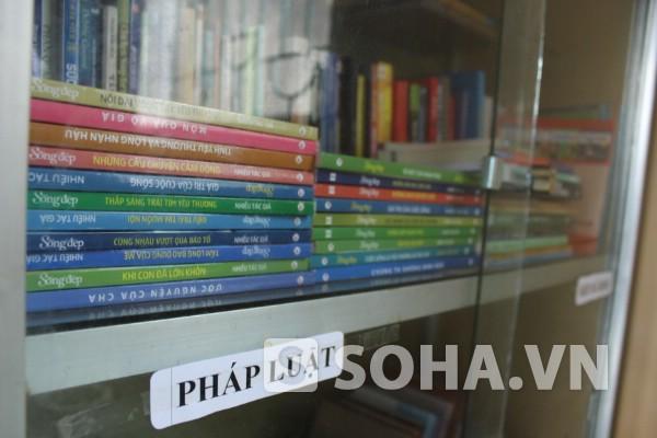 Nhiều thể loại sách, truyện như pháp luật, văn hóa, lịch sử, khoa học...