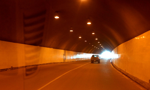 Đường hầm dẫn vào thủy điện Hòa Bình