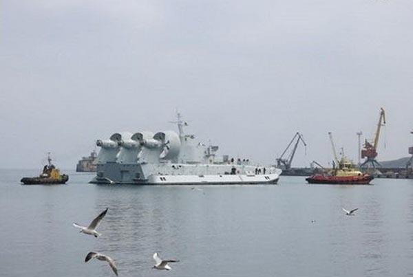 Trung Quốc đã vội vàng đưa tàu đổ bộ đệm khí Bison về nước khi biến cố chính trị tại Ukraine bùng phát.