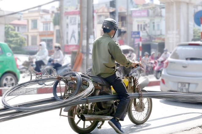 Những hiểm nguy rình rập trẻ nhỏ trên đường phố Việt Nam - Ảnh 8.