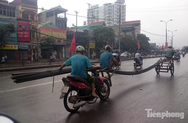 Những hiểm nguy rình rập trẻ nhỏ trên đường phố Việt Nam - Ảnh 5.
